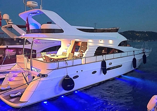 Yacht Tours & Charter