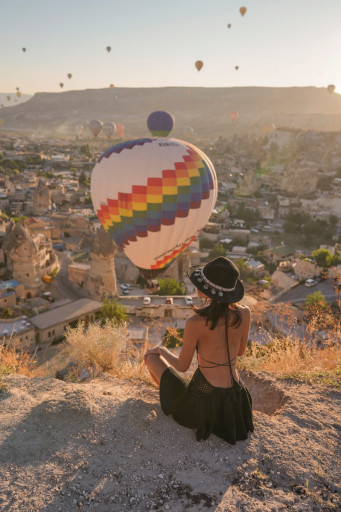 Professional photo shoot with hot air balloons in Cappadocia