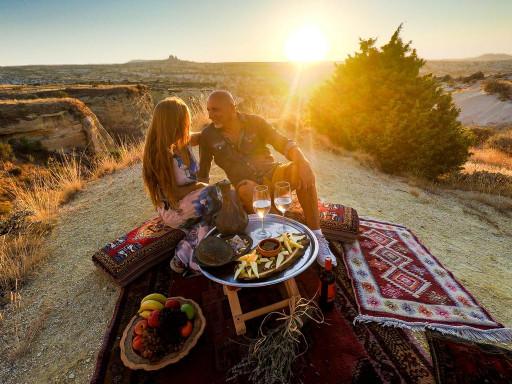 Romantik Günbatımı Pikniği Kapadokya